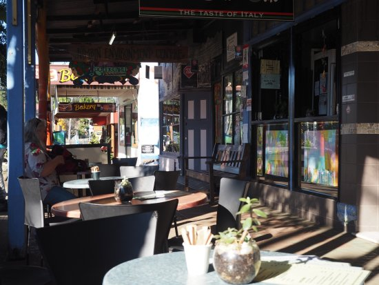Nimbin, Австралия: Outdoor seating at Ciao Belli