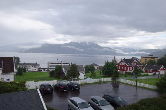 Balestrand, Noruega: Room 204 - fabulous view from balcony - stave church & fjord