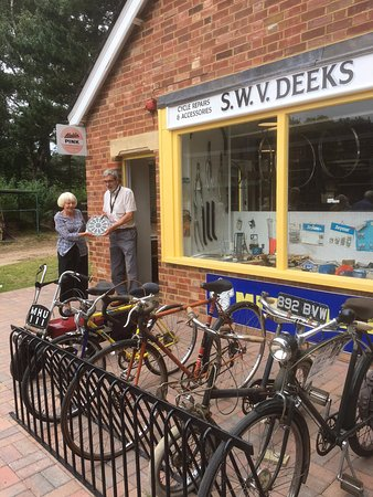 Farnham, UK: Deeks Cycle Workshop
