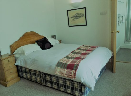 Farm Court : Room 3 is a cosy double room, often used for single occupancy. Perfect for resting easy!