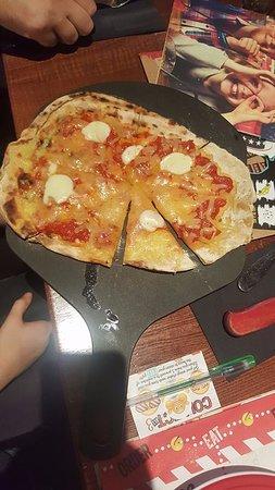 Sale, UK: kids pizza