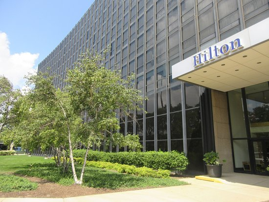 Outside Green Area - Picture of Hilton Chicago O\'Hare Airport ...