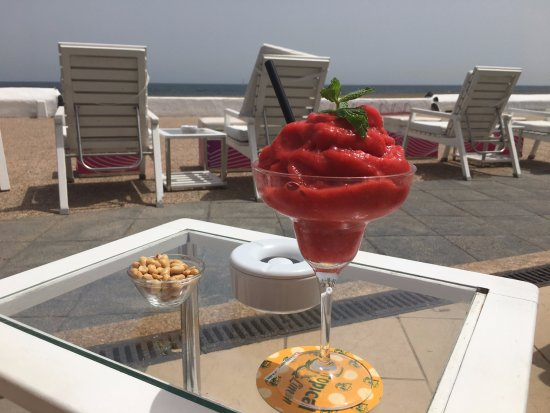 Playa Honda, Ισπανία: Lovely THICK Strawberry daiquiri