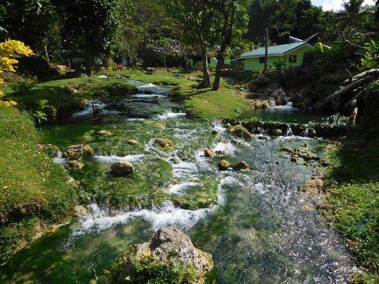 Mele Cascades: photo1.jpg