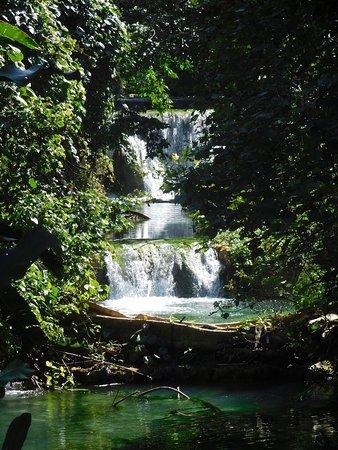 Mele Cascades: photo2.jpg