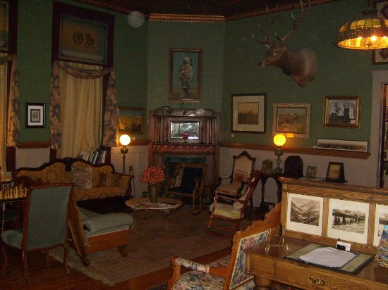 The Historic Occidental Hotel & Saloon and The Virginian Restaurant: Lobby area