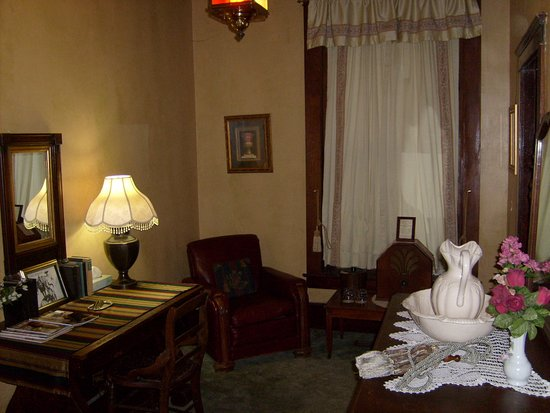 Buffalo, WY: Sitting area in our suite.