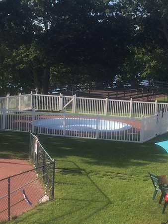 Green Harbor Waterfront Lodging : Kiddie pool out of commission.