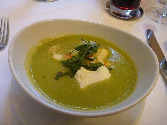 Restaurant im Schloss Burgellern: Erbsen-Apfel-Suppe