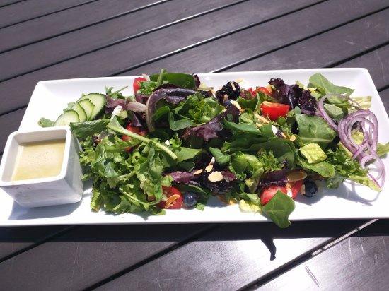 Beach House Bar & Grill: Sunset Berry Salad