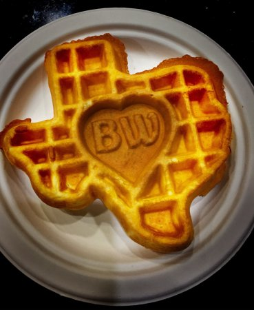 Euless, TX: Great clean hotel very nearby the airport. Love the waffles but please turn off FOX NEWS. All th