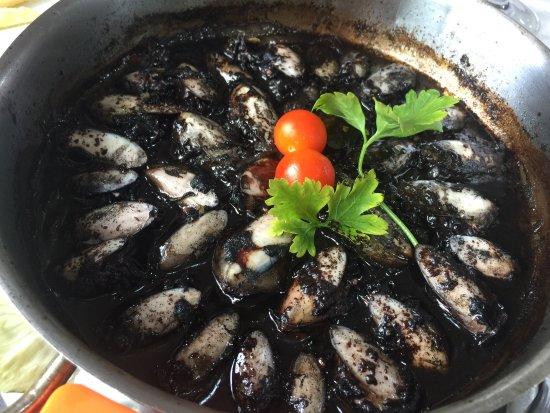 Redondela, Spanyol: EXQUISITOS CHOQUITOS, servidos con arroz y patatas fritas, TODO DELICIOSO !!!!😋😋😋