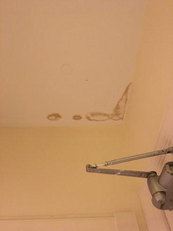 Gartmore, UK: Water damage on roof in room