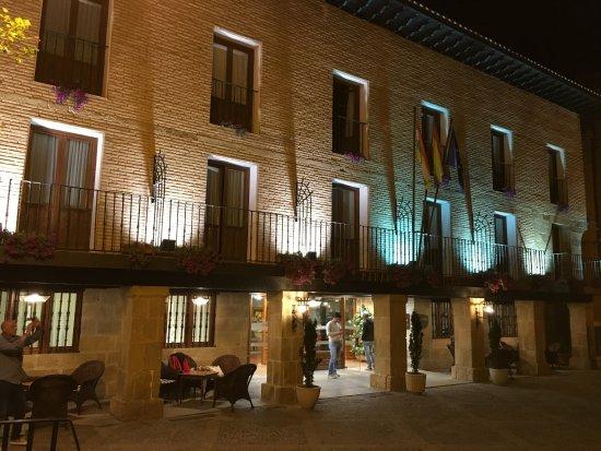 Parador Santo Domingo Bernardo de Fresneda: Hotel exterior