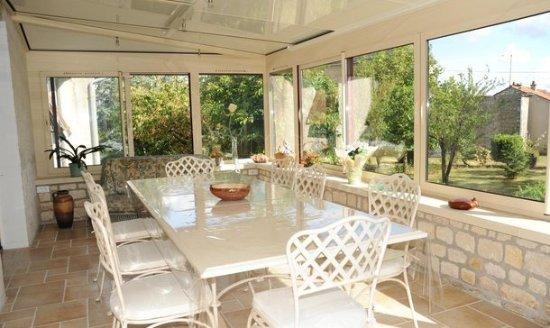 Chauvigny, Frankrike: La véranda du petit déjeuner !