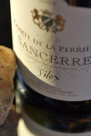 """Domaine de la Perrière: Notre cuvée Sancerre Blanc Comte de la Perrière """"Silex"""".   ©JP. EHRMANN"""