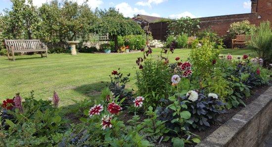 Pershore, UK: Garden at Woodlands