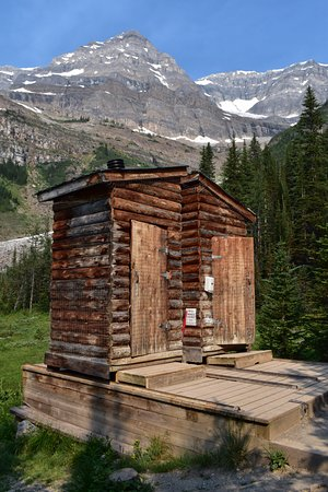 Plain of Six Glaciers Tea House: Restrooms