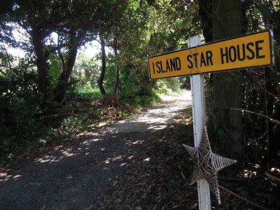 Oshima-machi, Japan: サインを見たらその奥にisland star houseがありました