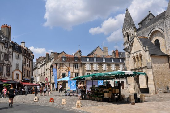 Coeur de ville picture of church of notre dame la grande for Piscine poitiers