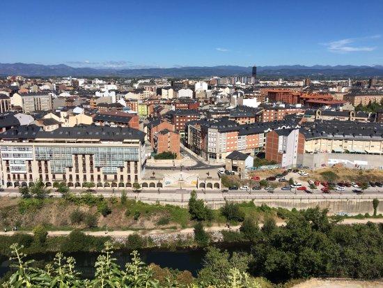Ponferrada, إسبانيا: Vista panorámica sobre el río Sil y la ciudad de Ponferrada