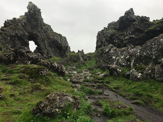 Hellnar, Iceland: Trail to the beach