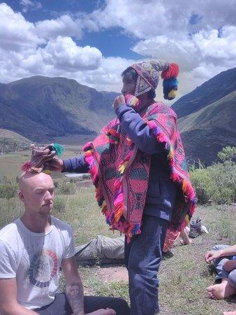 Cusco Region, Peru: Ceremonia ofrenda a la Pachamama