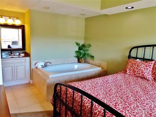 Cherokee Lodge Condos: Master bedroom, jacuzzi & vanity areas.