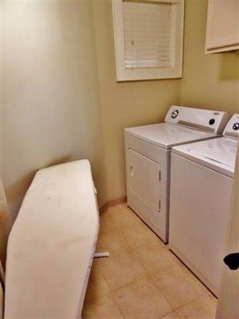 Cherokee Lodge Condos: Laundry room.