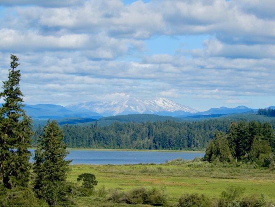 Castle Rock, WA: Mt. St. Helens and Lake