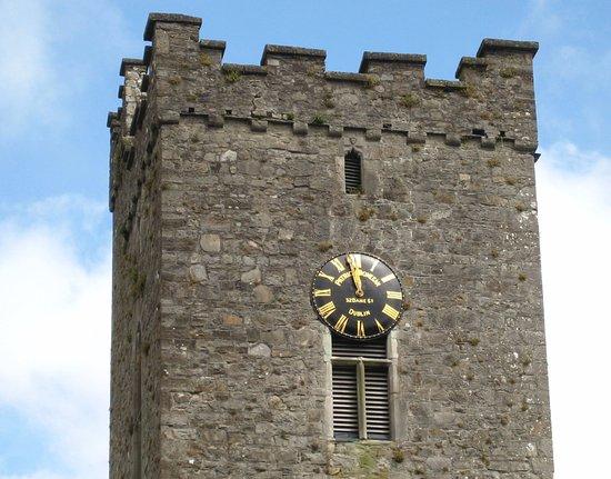 Trim, Irlanda: Fine stonework plus timepiece