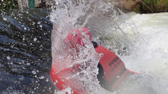 Pyrene Rafting: splash!