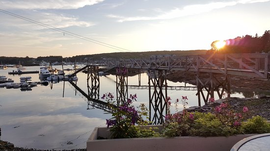 Southwest Harbor, ME: Sunset by the pier at Fok Sul