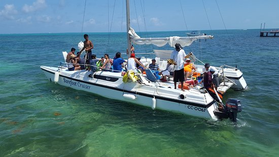 Caye Caulker, Belize: Our Barefoot Crusier Catamaran!!