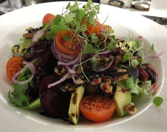 Horley, UK: Vegan salad