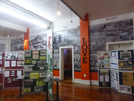Port Elizabeth, Sudáfrica: one of the museum display rooms