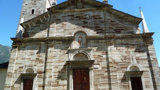 Ornavasso, Olaszország: Facciata ed ingresso