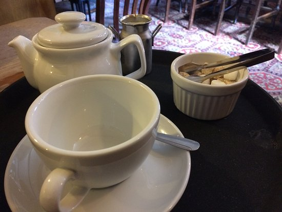 Hope, UK: Pot of tea for one - with TWO tea bags!!!