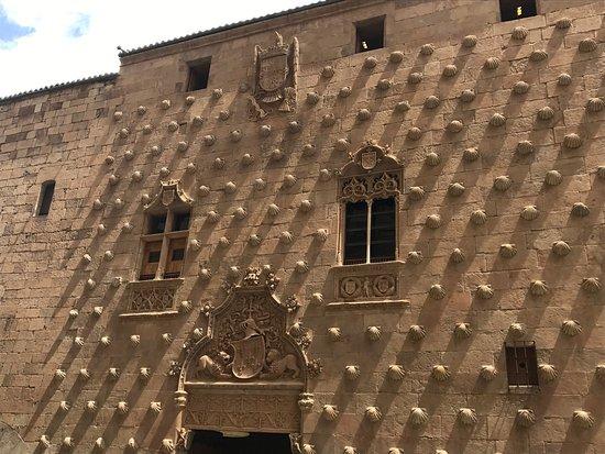 Biblioteca Francisco de Vitoria - USAL