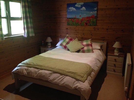 Ford Farm Lodges: Kilcot Spa lodge Bedroom