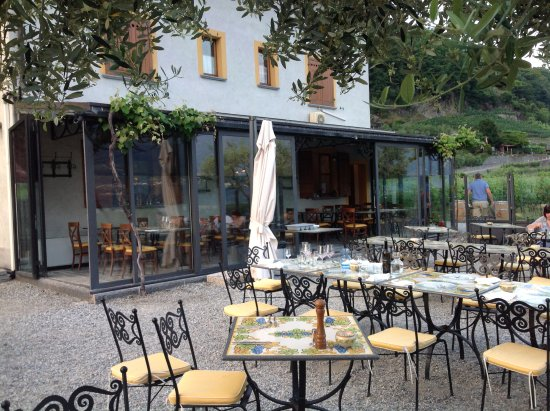 Sementina, Zwitserland: romantische Terrasse, mitten in den Weinbergen