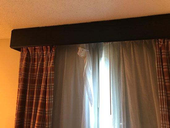 Decatur, Géorgie : Curtains falling down