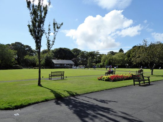 Lytham St Anne's, UK: Bowling in Lowther Gardens