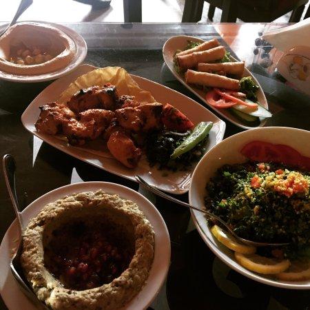 Taboula Lebanese Restaurant: photo0.jpg