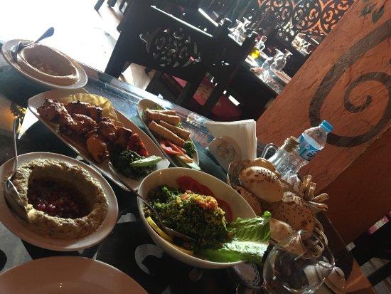Taboula Lebanese Restaurant: photo1.jpg