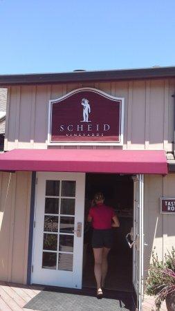 Greenfield, كاليفورنيا: Entrance to tasting room.