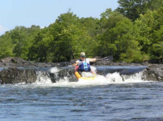 Beavers Bend Lodging: Kayaking Lower Mountain Fork River