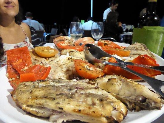 Lagoa, Portugal: Le mix : 4 poissons frais grillés