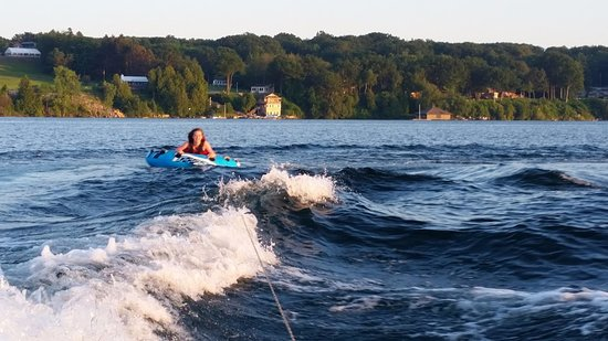 West Winds Motel & Cottages: Tubing on St. Lawrence with Westwinds property in background