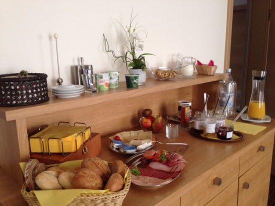 Alzey, Tyskland: ontbijtbuffet